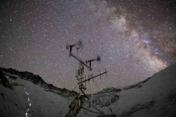 Solar Panels Power World's Highest Weather Station